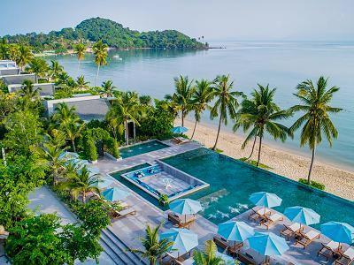 サムイ島 セレス ビーチフロント リゾートのプールヴィラ